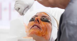 Il Dr Andrea Paradisi ci parla della terapia biofotonica per la cura dell'acne